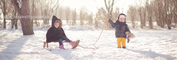 雪地上的孩子