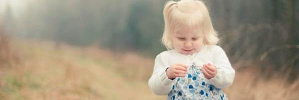 儿童摄影师跟孩子交流的 14 个技巧