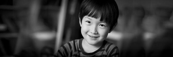 如何调动孩子的情绪,避免摆拍——摄影师李西西经验分享