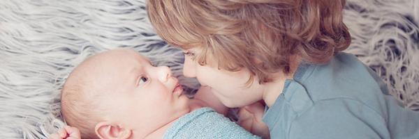 怎样给新生儿和他们的哥哥姐姐们一起拍照