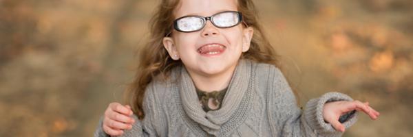 教你如何避免眼镜镜片反光