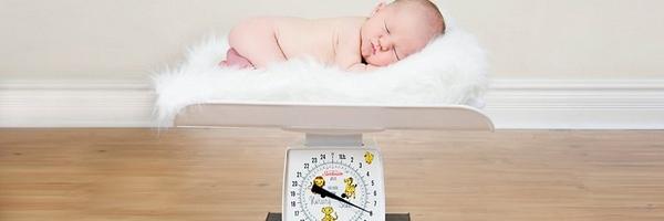 秤和新生儿摄影