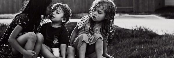 如何拍摄黑白儿童照片