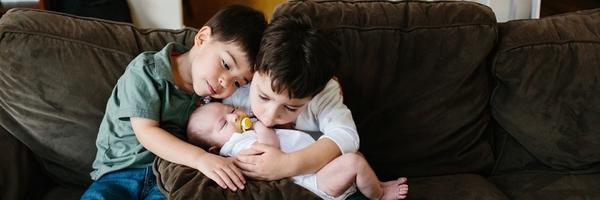 新生儿摄影:如何拍好跟哥哥姐姐的合影部分